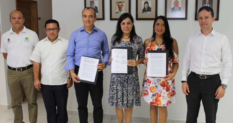 Firman Convenio UT Cancún y SEDESO